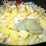 Борщ в мультиварке после добавления картошки и капусты