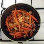 Обжаренная морковь и мясо