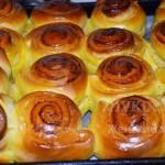 Готовые булочки с корицей