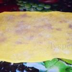 Раскатанное тесто для сдобных булочек с корицей