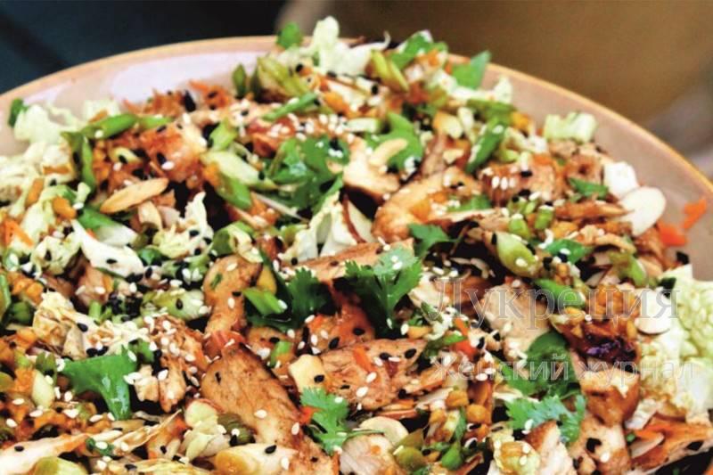 Салат из курицы продукты: его можно подать к новогоднему праздничному столу, на любое семейное торжество и просто в будний день.