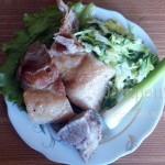 Свинина в белом вине на тарелке